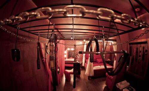 img-suite-50tons-visao-geral-equipamentos-golf-motel