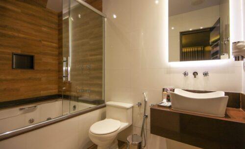 img-suite-hidro-nova-garagem-banheiro-golf-motel