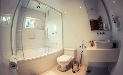 img-suite-hidro-nova-garagem-banheiro-visao-golf-motel