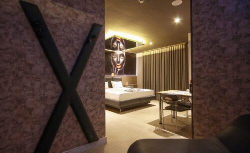 img-suite-hidro-nova-garagem-bdsm-golf-motel
