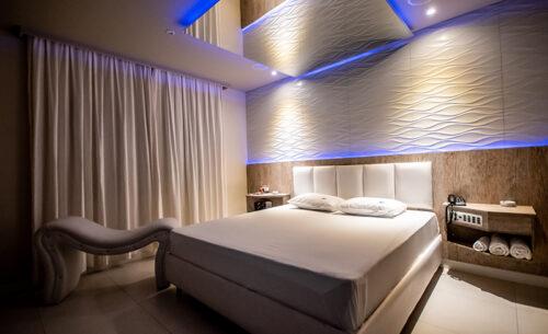 img-suite-hidro-nova-garagem-espelho-cama-golf-motel