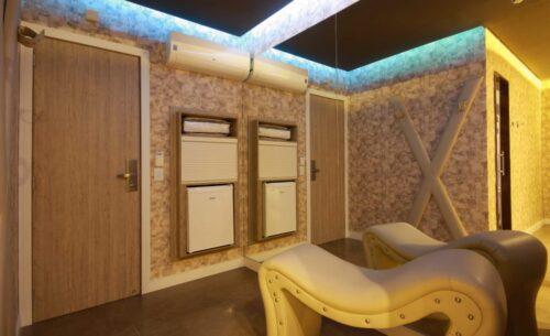 img-suite-hidro-nova-garagem-espreguicadeira-golf-motel