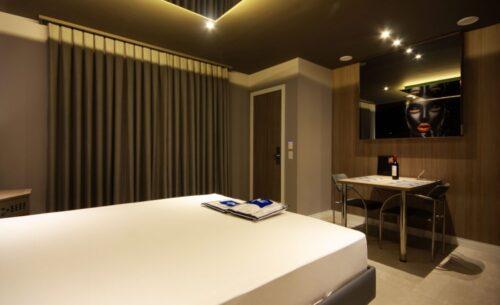 img-suite-hidro-nova-garagem-luxuosa-golf-motel