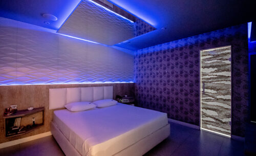 img-suite-hidro-nova-garagem-painel-cama-golf-motel