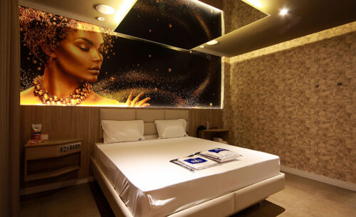 img-suite-hidro-nova-garagem-painel-golf-motel