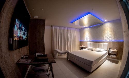 img-suite-hidro-nova-garagem-panoramica-golf-motel
