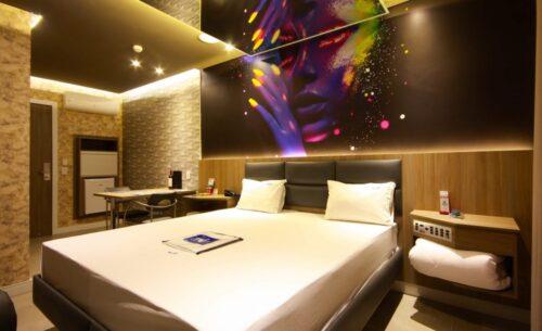 img-suite-luxo-nova-garagem-ambiente-golf-motel