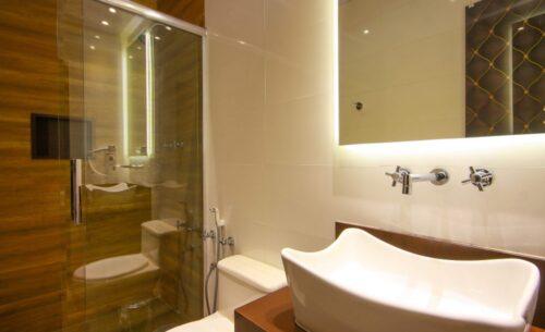 img-suite-luxo-nova-garagem-banheiro-golf-motel