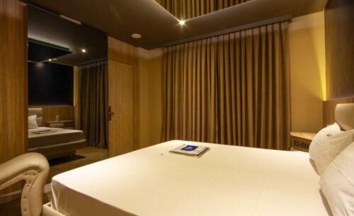 img-suite-luxo-nova-garagem-cortina-golf-motel