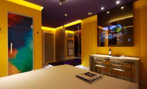 img-suite-luxo-nova-garagem-moderna-golf-motel