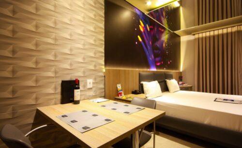 img-suite-luxo-nova-garagem-parede-golf-motel