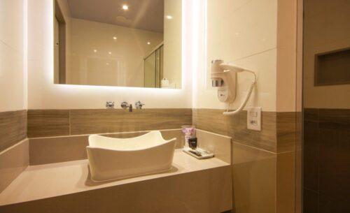 img-suite-luxo-nova-garagem-pia-golf-motel