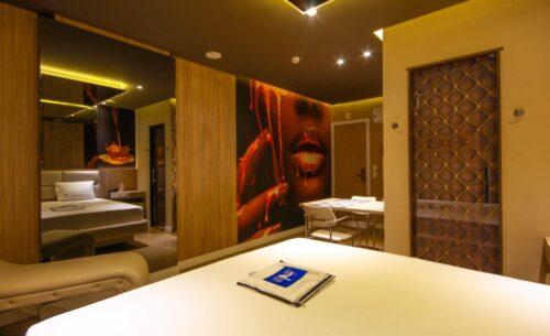img-suite-luxo-nova-garagem-toalha-golf-motel