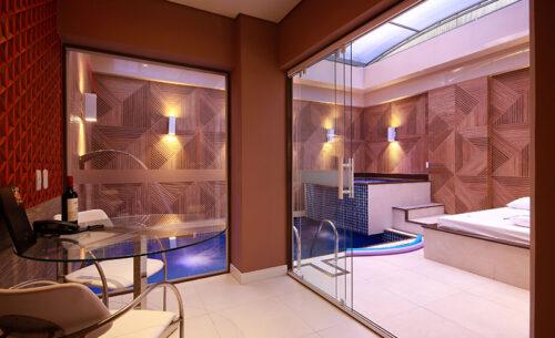 img-suite-piscina-premium-ambiente-externo-golf-motel
