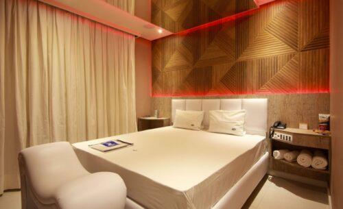img-suite-piscina-premium-ambiente-golf-motel