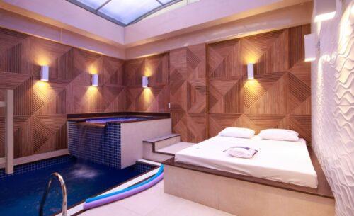 img-suite-piscina-premium-cama-externa-golf-motel