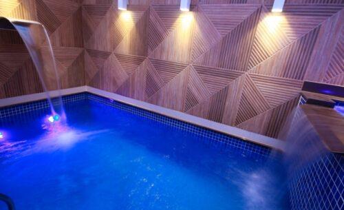 img-suite-piscina-premium-cascata-golf-motel