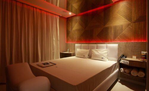 img-suite-piscina-premium-luzes-golf-motel