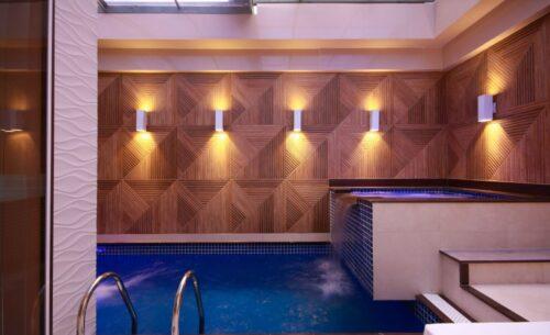 img-suite-piscina-premium-piscina-golf-motel