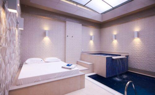 img-suite-piscina-premium-teto-solar-golf-motel