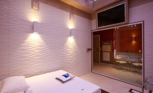 img-suite-piscina-premium-tv-golf-motel