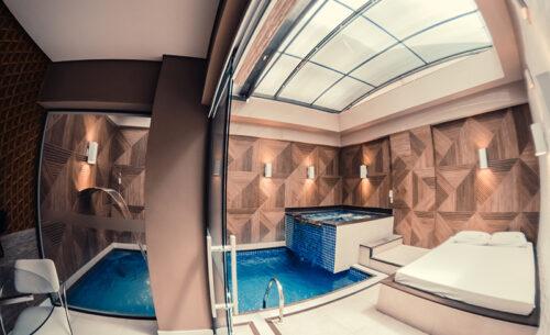 img-suite-piscina-premium-visao-piscina-spa-golf-motel